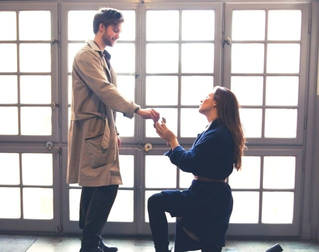 ways for a woman to propose to a man